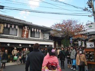 遇上了京都的名店「七味家」,名物當然是「七味粉」,我們也有買哦!
