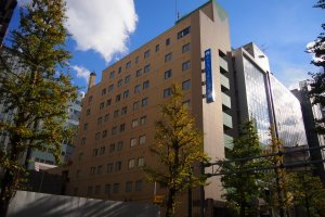 Hotel Pearl City Sapporo has a distinctive slim exterior that makes it look vertically elongated.