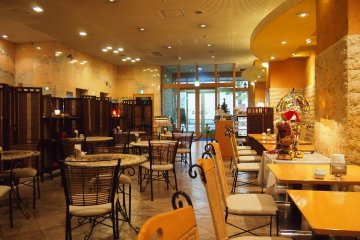 Sicilian Rouge level at the lobby of the hotel is a specialty restaurant that uses tomatoes in their cuisines and even in their desserts!