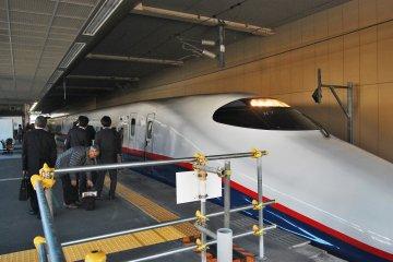<p>รถไฟชินคันเซ็นอาซามะ</p>