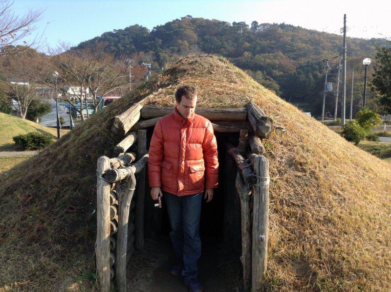 In front of the Okumatsushima Jomon Village Museum are recreated Jomon dwellings. Feel free to look inside!