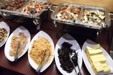 <p>More of the breakfast buffet</p>