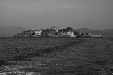 Вид на остров и морскую дамбу