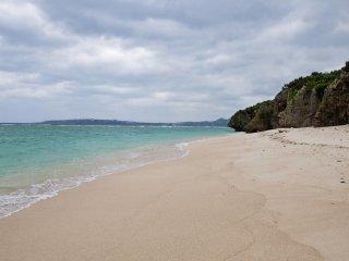 Ngay cả vào cuối tháng Mười Một, bãi biển vẫn là một nơi kỳ diệu để bạn ghé thăm.