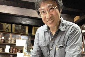 The co-owner of the veritable tea shop in Teramachi