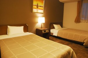 Twin bed in the spacious room