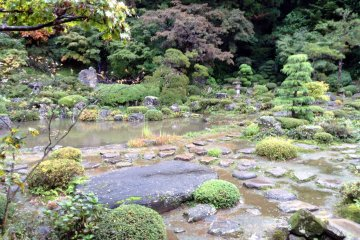 <p>The main garden is located behind Gyokusenji Temple in the town of Tsuruoka, Yamagata Prefecture</p>