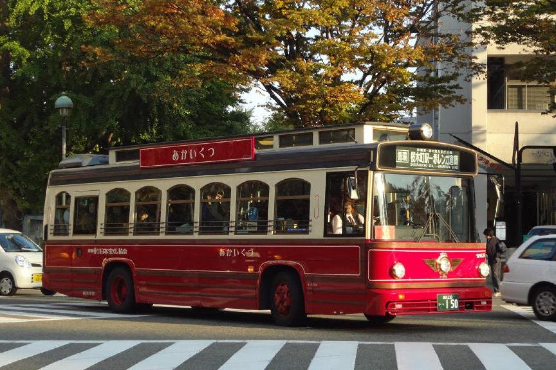 รถบัส Akai-kutsu