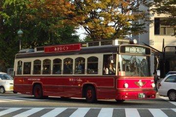 รถบัส Akai kutsu