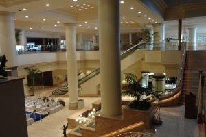 There are three luxury hotels in Minato Mirai.