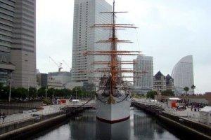 安静的停靠在横滨内港