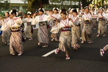 Menikmati Serunya Festival Yosakoi