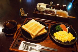 Every morning, guests can also enjoy an affordable breakfast from 250 to 415 yen.