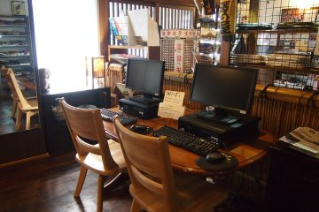 <p>Computers with internet access are available for guest use.&nbsp;</p>