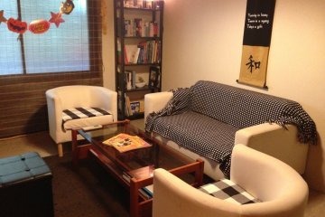 <p>Relax and meet new friends at Jame&#39;s home, the Inch Bar in Osaka</p>