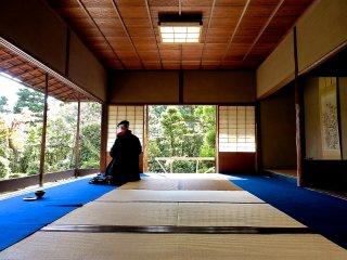 Na Waraku-an, pode desfrutar deste espaço silencioso, longe das multidões