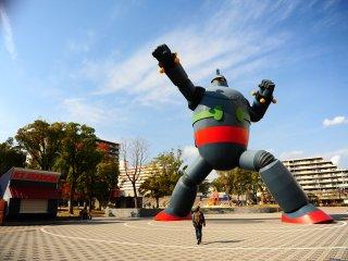 Một đài tưởng niệm đầy cảm hứng, đại diện cho sức mạnh của thành phố Kobe sau trận Đại Địa chấn Hanshin năm 1995 và sẽ bảo vệ thành phố này khỏi mọi thảm họa trong tương lai.