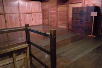 <p>The wood makes a pleasant atmosphere, doesn&#39;t it?&nbsp;The second floor rooms at re-constructed&nbsp;Utsunomiya&nbsp;castle&nbsp;are closed off due to fire regulations. I am grateful this&nbsp;is not the case at the Shinohara&nbsp;family residence.