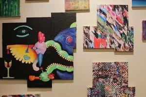 神戸在住の現代アート作家の作品展の最中だった