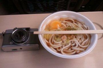 기차안에서 먹는 따뜻한 소바