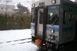 이쿠도라역에 도착한 기차