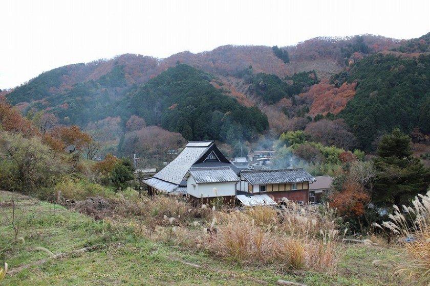 妙見山黒川の美しい里山の村に、澤田博之陶房はある。素晴らしく閑静で自然が豊かだ