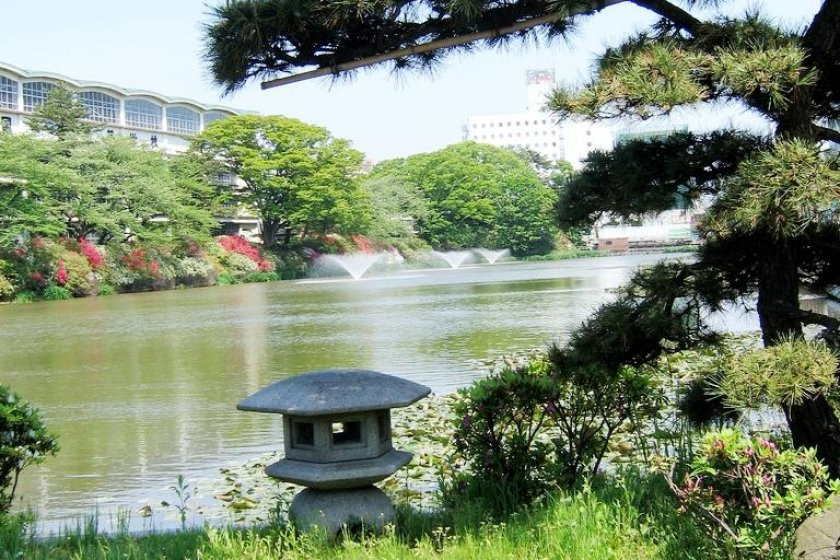 Akita is a compact city where you can walk to many attractions or relax by the water