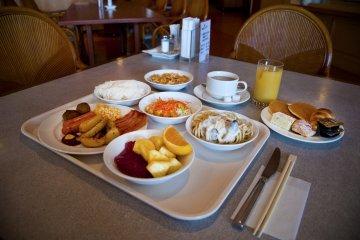 <p>บุฟเฟ่ต์มื้อเช้าริมทะเลสุดฟินที่ร้านอาหาร &quot;ทันฉะ เบย์&quot;</p>