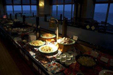 <p>บุฟเฟ่ต์มื้อค่ำที่ร้านอาหารญี่ปุ่น &quot;ชิจิฟุกุ&quot;</p>
