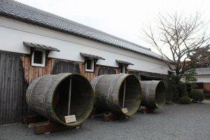 「月桂冠」蔵元。かつて使用された酒の仕込み桶
