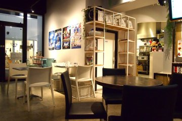 <p>Cafe Asan&#39;s interior is clean but not overly sleek, which kind of resembles a well-kept home.&nbsp;</p>