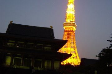 <p>The retro shrine, the modern Tokyo Tower and the eternal moon in the sky&nbsp;</p>