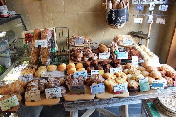 ソフト、セミハード、ハードと3種類の堅さ別に焼かれたパンが20数種類。値段も手ごろ。味は超美味だ