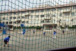 川越中学生们打棒球的场景