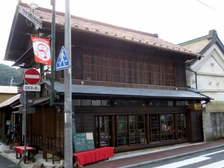 The cafe is located on on one of Daigo-machi's main streets, a short walk from Hitachi Daigo Station.