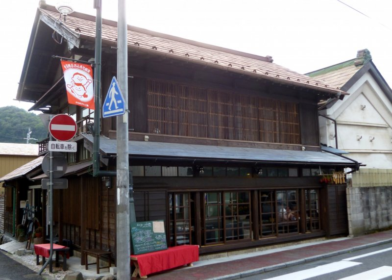 <p>The cafe is located on on one of Daigo-machi&#39;s main streets, a short walk from Hitachi Daigo Station.</p>