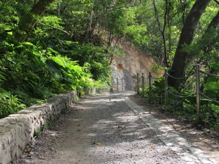 The trail starts out flat and wide but quickly descends and ascends into endless staircases alongside the riverbank
