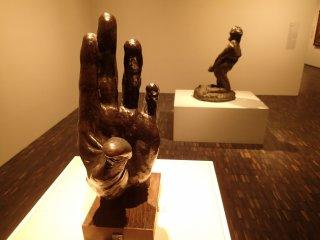 """Tác phẩm """"Bàn tay"""" của Kotaro Takamura"""