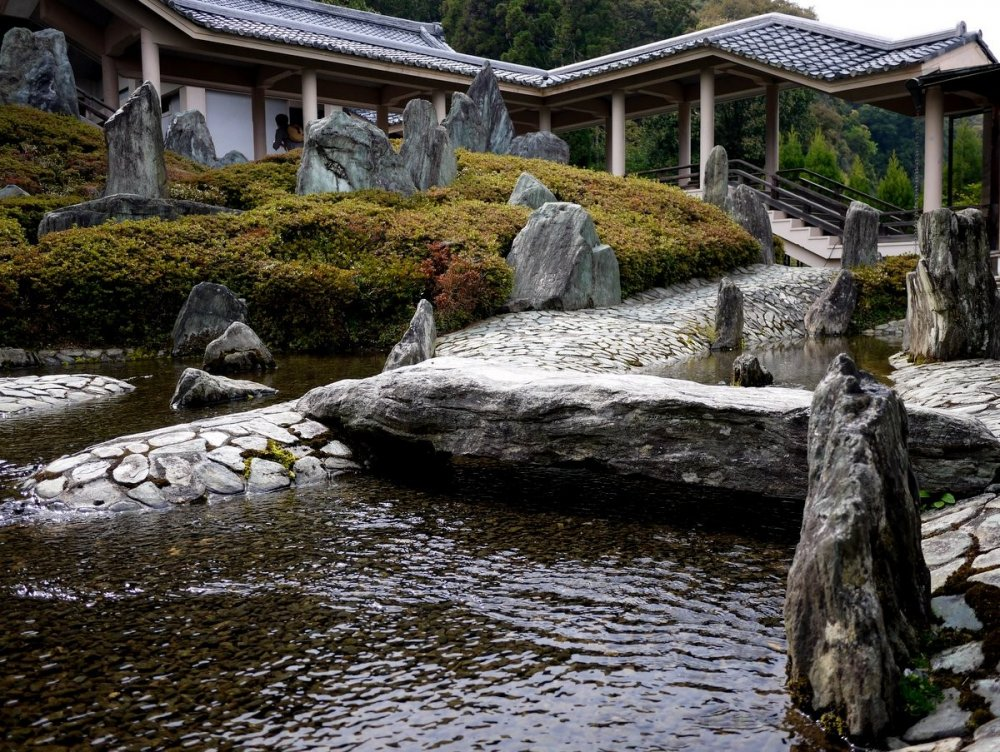 Сад воды и камней в храме Мацуо