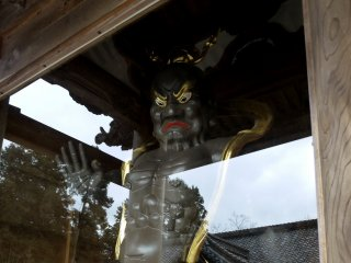 Honkokuji's second gate has frightening guardians on either side of it. They used to be all gleaming gold, but last time I visited they had been painted