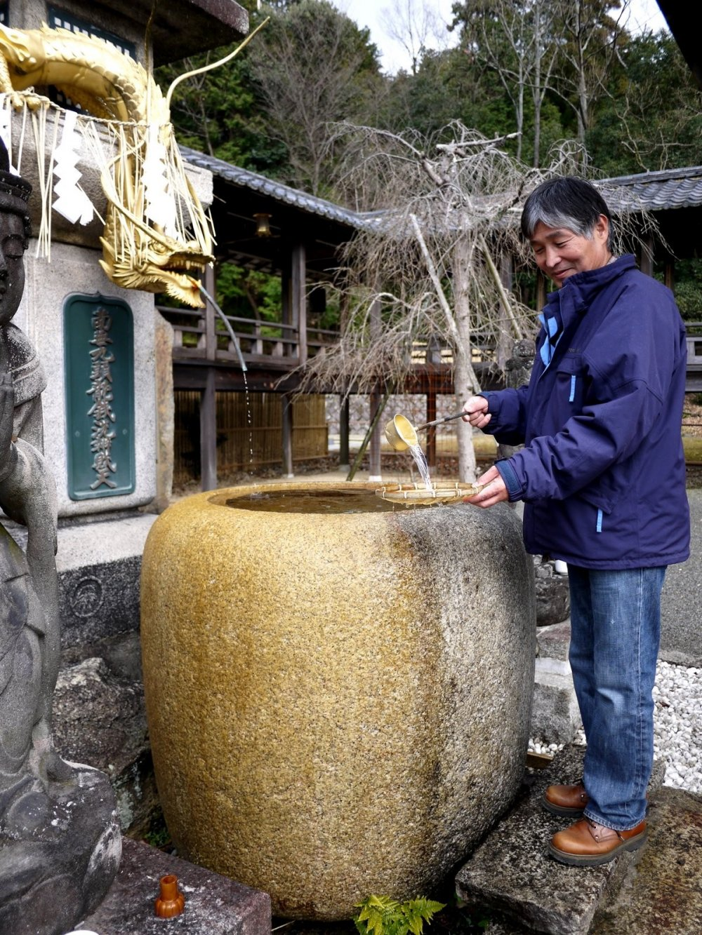 This man was washing coins, but I saw other people washing 10,000 yen notes and even a Lotto ticket!