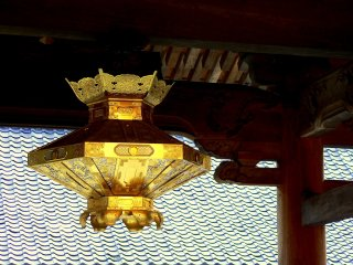 A gold lantern in the second gate