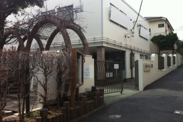 <p>The entrance to the building; tucked away in an unpretentious neighborhood near Minami-Shinjuku station</p>