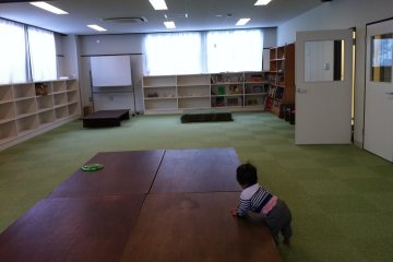 <p>Apart from a playcorner, the second floor also has a section of books.</p>