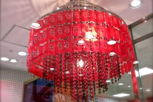 What a gorgeous KitKat chandelier!