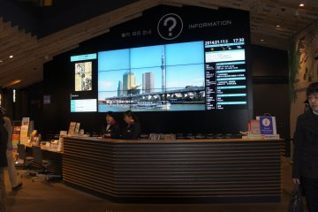 <p>The information desk where you can get all sorts of&nbsp;tourism related information. Pamphlets, brochures, promotions and&nbsp;information on how to navigate the Taito district&mdash;all this is available in multiple languages.</p>