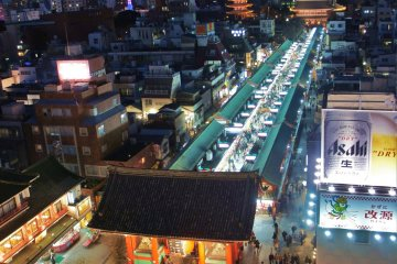 <p>A vertical panorama captured to show the entire view that the&nbsp;Miharashiya&nbsp;Cafe offers, including the Kaminarimon crossing below</p>