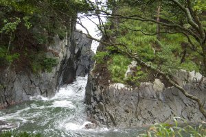 Formações rochosas kamiwari. Diz a lenda que os deuses separaram as rochas para resolver a disputa da fronteira.