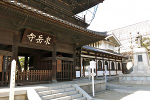 The Main Gate (or Third Gate), the Temple Entrance, and a bronze statue of Oishi Kuranosuke, the leader of the Ako Gishi or 47 loyal retainers who led the attack on Kira's residence