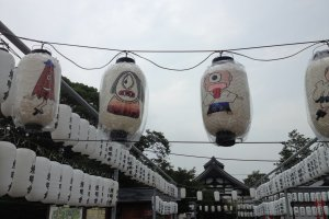Some odd lanterns at the exit to the statuegrounds.